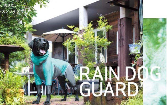 正帶著愛犬去外面散步時,夏日的午後雷陣雨往往最讓人措手不及,一個不小心成了落湯雞,想到昨天才幫狗狗洗澡花了整整一個小時吹乾,就感到懊惱。如果有幫狗狗準備一件狗狗雨衣該有多好…從沒幫愛犬穿過狗狗雨衣,不知道狗狗是否會排斥穿上狗狗雨衣,也不知道狗狗雨衣哪裡買比較好,別擔心,讓台北寵物用品店寵物雜貨舖告訴你!狗狗會排斥穿狗…